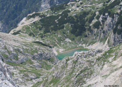 21 Sp. Kriško jezero z Bovškega Gamsovca, 13.32