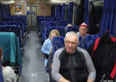 02 Vzpon na Resevno - zjutraj na vlaku, 7.41
