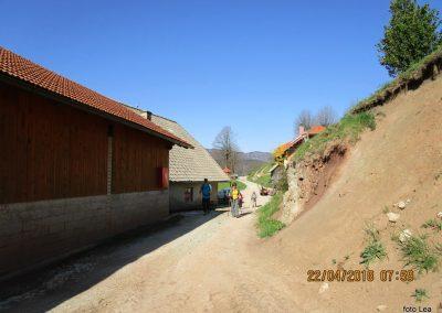 019 cerkev Sv Jošta, kmetija Mežnar, 955m, odhod proti Tolstemu vrhu, 8.59
