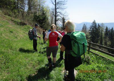 057 s Tolstega vrha proti Čreti, kmetija Ručgar, 900m, 10.57