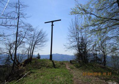 066 proti Čreti, počitek na razgledišču pri križu 11.27