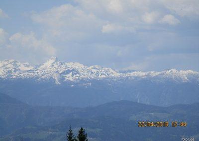 100 pogled na Savinjske Alpe, od leve Planjava, Ojstrica, Dleskovška planota, 13.44