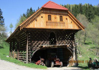 113 proti gradu Žovnek, kozolec na kmetiji Destovnik, 800m, 14.18