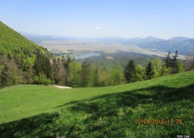 119 proti gradu Žovnek, pri kmetiji Brezovnik - pogled na Celjsko kotlino, 740m, 14.34
