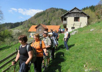 23 proti Čreti, kmetija Ručgar, 900m, 10.55