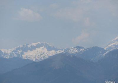 48 razgled s travnika pri cerkvi, Kalški greben, 13.52