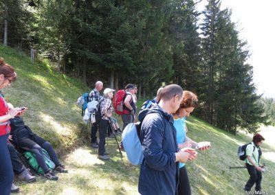 51 na travniku pri cerkvi se razgledujemo na sever, 13.53