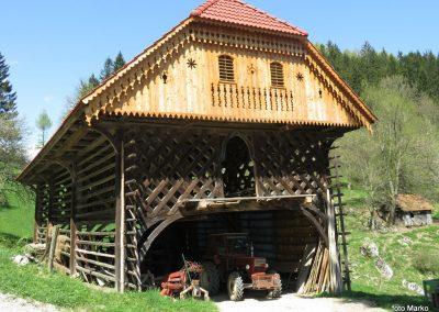 62 obnovljen kozolec pri kmetiji Destovnik, 800m, 14.29