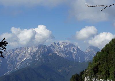 09 razgled med vzponom - Ojstrica v rh v oblaku, Planjava, Kamniško sedlo, Brana 9.13