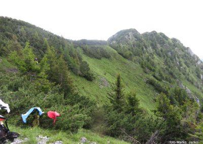 28 greben Olševe z Obel Kamna 1911m, zadaj Govca 1929m, najvišji vrh Olševe11.15
