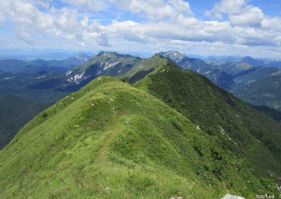 048 pogled po grebenu na prehojeno pot, 11.42