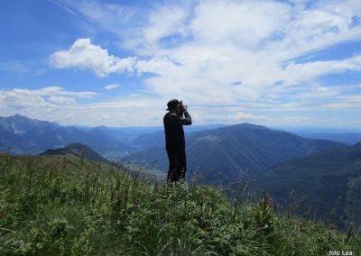 049 razgled z vrha - dolina Soče, desno Matajur, levi koničasti vrh Krn, 11.50