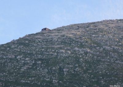 56 Gomiščkovo zavetišče na Krnu s planine Kuhinja
