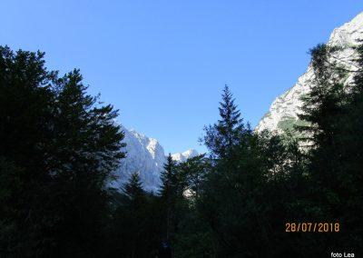 006 kažejo se vrhovi v zatrepu Krme, 8.55