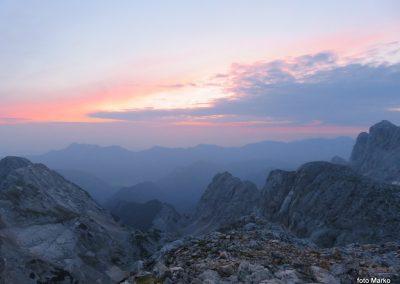 068 Sonce prebuja gore na vzhodu, Karavanke s Kepo na levi - 2139m, 5.32