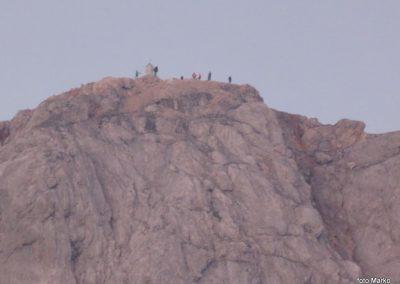 071 Prvi obiskovalci so že vrhu, 5.44
