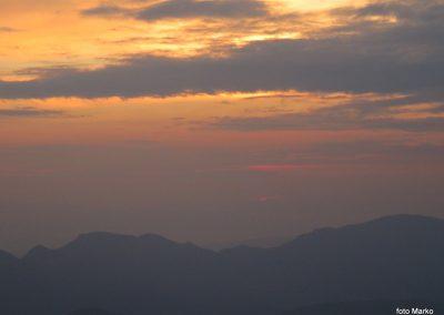 072 Sonce sramežljivo rdeče začenja nov dan, 5.45