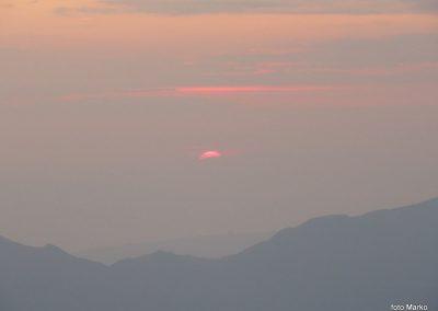 073 Sonce sramežljivo rdeče začenja nov dan, 5.45