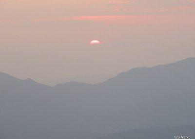 076 Sonce sramežljivo rdeče začenja nov dan, 5.46