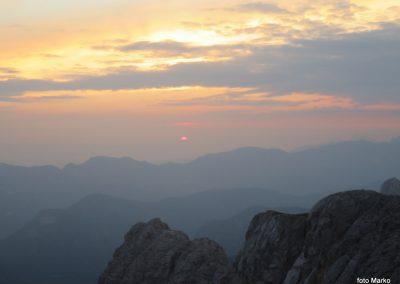 077 Sonce sramežljivo rdeče začenja nov dan, 5.46