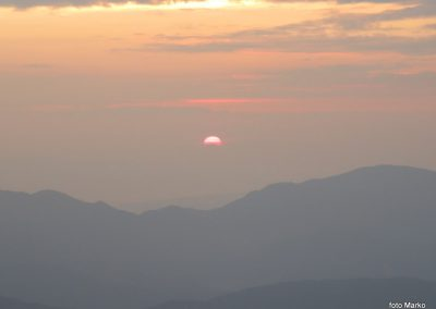 078 Sonce sramežljivo rdeče začenja nov dan, 5.47