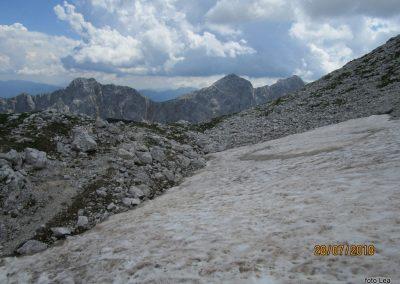 079 vrhovi onstran Krme so vse niže, od leve Mali Draški vrh - 2132m, Veliki Draški vrh - 2240m in Tosc - 2273m
