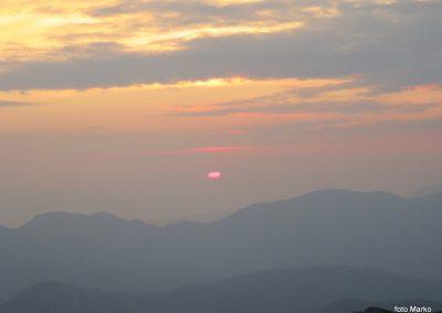 080 Sonce sramežljivo rdeče začenja nov dan, 5.47