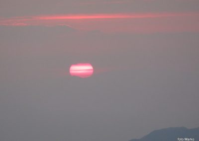 081 Sonce sramežljivo rdeče začenja nov dan, 5.47