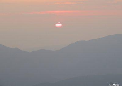 082 Sonce sramežljivo rdeče začenja nov dan, 5.48