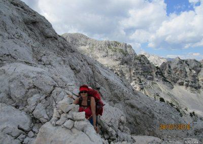 091 na Dovških vratcih - 2290m, zadaj Vrbanove špive in Cmir, 14.37