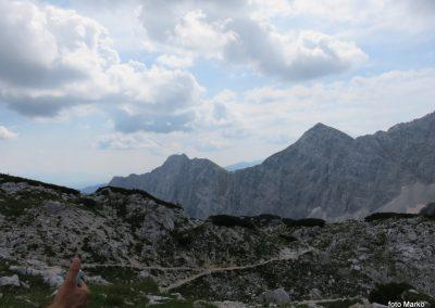102 Pokljuški vrhovi so nam znova bliže, levo Mali Draški vrh - 2132, desno Veliki Draški vrh - 2240, 11.13