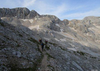 167 na začetku pot preči melišče pod Ržjo in nas pripelje na greben med Ržjo in Kredatico, 7.19