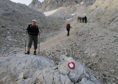 169 na začetku pot preči melišče pod Ržjo in nas pripelje na greben med Ržjo in Kredatico, 7.29