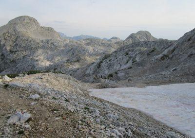 170 pogled nazaja na Begunjski vrh levo - 2460m in Visoko Vrbanovo špico desno - 2405m, 7.29