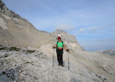 172 na začetku pot preči melišče pod Ržjo in nas pripelje na greben med Ržjo in Kredatico, 7.35