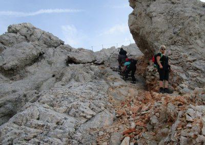 189 na grebenu med Ržjo in Kredarico, pot zavije na severno stran grebena, 8.14