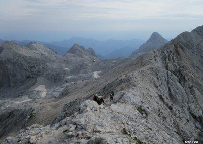 194 na vrhu Kredarice, pogled na prehojeno pot, 8.31