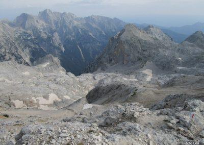 195 na vrhu Kredarice, na oni strani doline Vrat se dviga Šrlatica - 2740m, 8.31