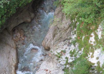 34 korita potoka Koritnica, 70m globoko pod mostom, 11.20