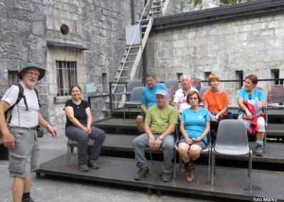 41 v trdnjavi Kluže, pozorno smo poslušali razlago vodnika o zgodovini te trdnjave, 11.23