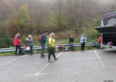 03M01 priprave na odhod, na koncu vasi Gabrje, 8.56