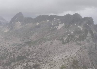 13 na vrhu Rombona, 2208m, levo Lopa-2402m, 11.03