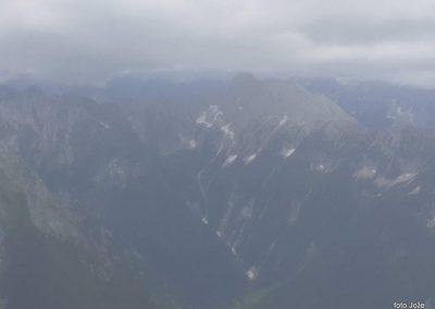 15 na vrhu Rombona 2208m, dolina Bavščica, v oblaku Baški Grintavec 2347m, 11.03