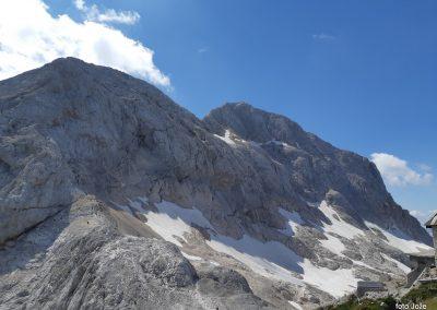 22 pri Triglavskem domu na Kredarici (2515m)-pogled na Mali Triglav (2738m) in Triglav zadaj (2864m), 14.32