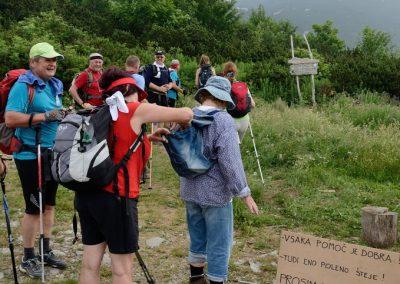 05 VZPON NA SNEŽNIK; dobrodelna akcija prenosa drv do koče