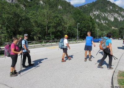 52 VZPON NA STOL, konec poti pri Završniškem jezeru - vrača se skupina, ki je bila na Stolu, 16.36