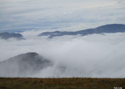 054 MRZLICA-KAL, razgled od planinskega doma na Kalu, 946m, 10.45