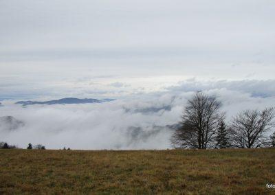 055 MRZLICA-KAL, razgled od planinskega doma na Kalu, 946m, 10.46